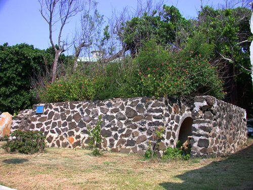 澎湖公賣局北側防空壕主照片