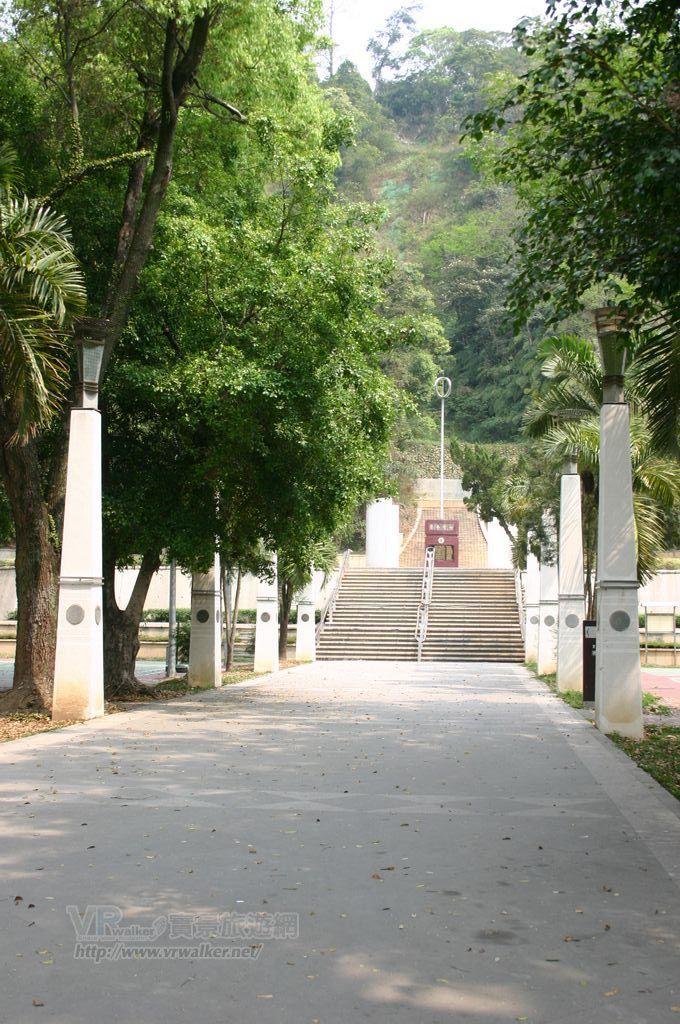台灣地理中心碑主照片