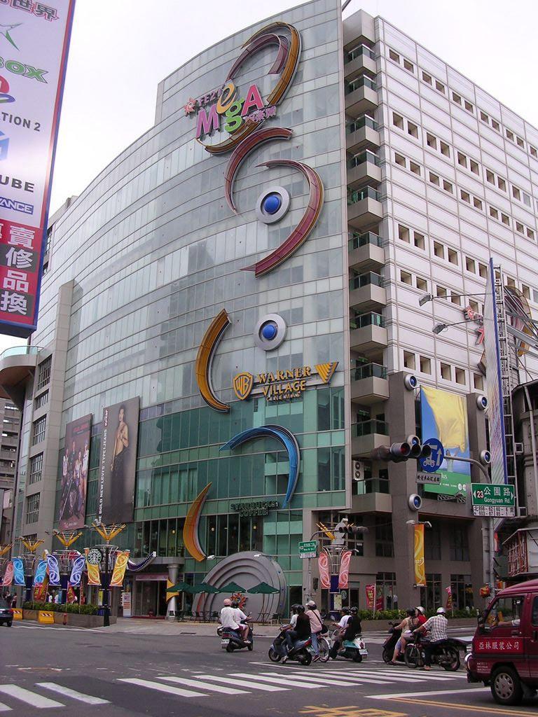 遠東百貨台南大遠百娛樂城(FE21 台南大遠百公園店)主照片