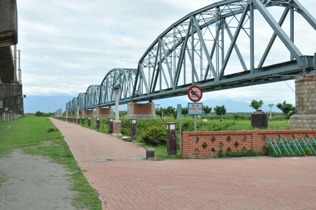 高屏舊鐵橋(高屏鐵橋,舊鐵橋生態園區)主照片