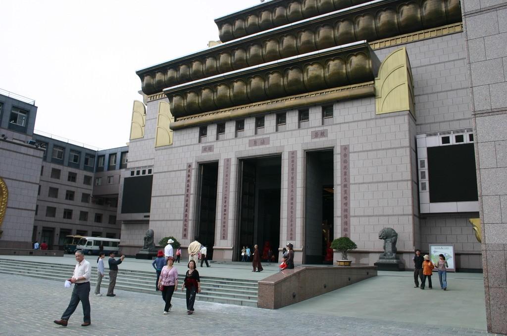 中台禪寺主照片