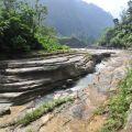 萬年峽谷-平坦河床與被切割出的深谷照片