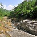 萬年峽谷-溪流經長時間將石灰岩切割出層層美麗的峽谷風情照片