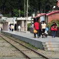 奮起湖火車站-月台旅客照片