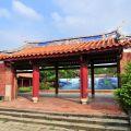 吳鳳紀念公園-籃天下的紅色中國建築更顯醒目照片