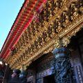 受鎮宮-金碧輝煌的廟簷雕飾照片