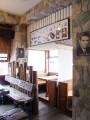 戲夢人生茶飯館-店內裝潢-輕便車造型與枕木做成的座椅照片
