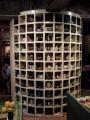 九份茶坊-地下一樓的陶製品展示圓柱照片