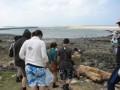 行徑在海中央的過嶼照片